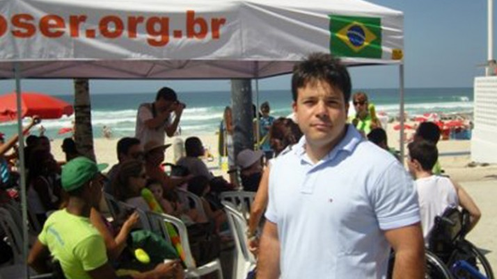 Vereador participa do lançamento do projeto Praia para Todos