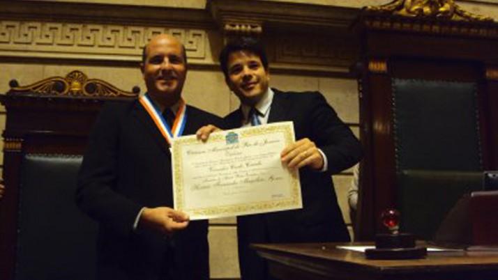 Horácio Magalhães recebe conjunto de medalhas Pedro Ernesto