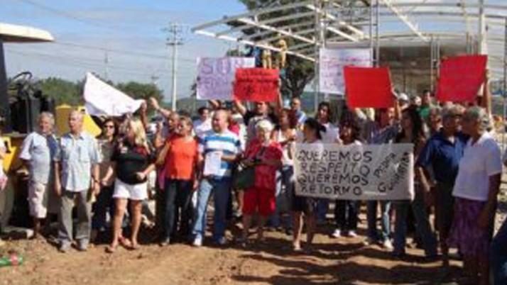 Moradores de Guaratiba protestam por falta de retorno na Transoeste