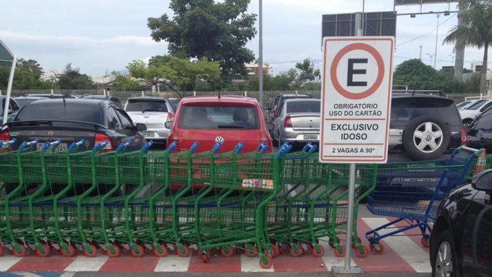 Projeto de lei reduz de 65 para 60 anos a gratuidade de estacionamento para idosos no Rio