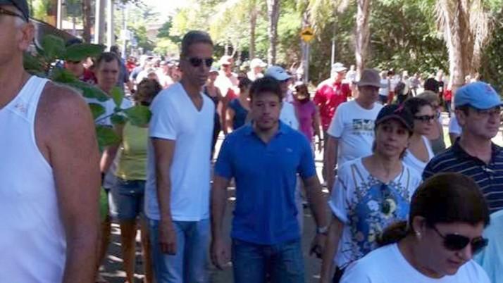 Caiado participa de manifestação por mais segurança na Barra da Tijuca