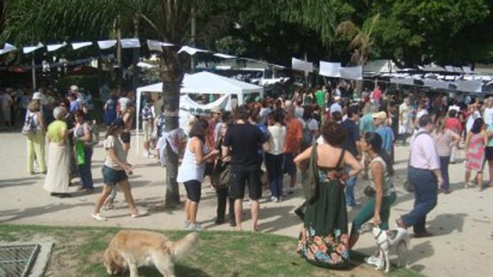 Varal exibe 12 mil assinaturas em protesto contra derrubada de árvores em Ipanema