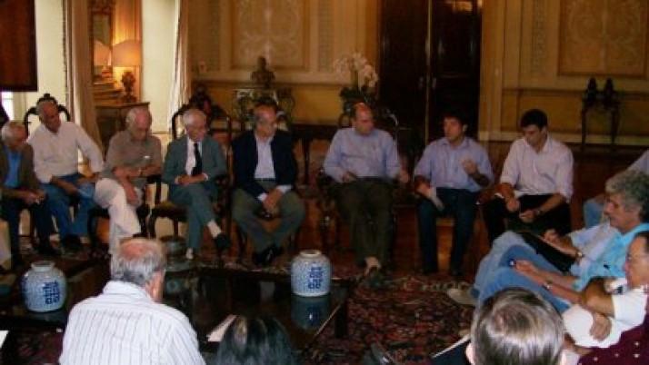 Carlo Caiado entrega ao Prefeito demandas para atender aos moradores da Barra e Recreio