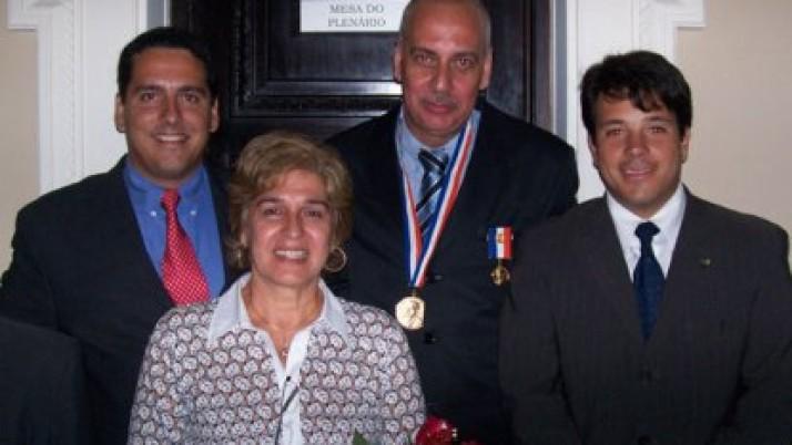 Vereador Carlo Caiado entrega Medalha Pedro Ernesto a Nilton Caldeira