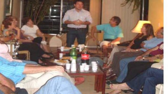 Reuniões domésticas em toda cidade