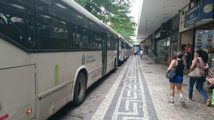 Moradores pedem remoção de ponto final de ônibus na Rua Siqueira Campos