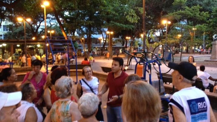Moradores pedem professores para Academia da Terceira Idade na Praça Serzedelo, em Copacabana