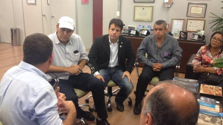 Caiado leva demandas da população à Secretaria Municipal de Saúde