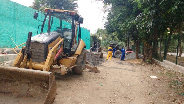 Moradores da Estrada do Quitite, no Anil, em Jacarepaguá, pedem redução de 20m para 6m entre as caixas de esgoto
