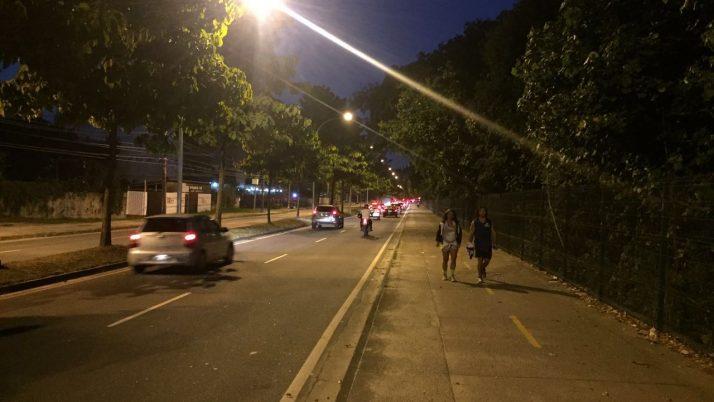 Via 9 recebe iluminação pública