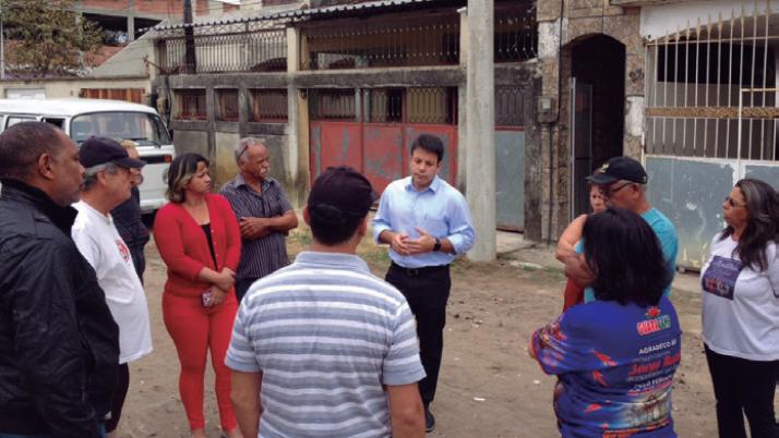 Moradores comemoram chegada de obras de urbanização da Rua XV de Dezembro