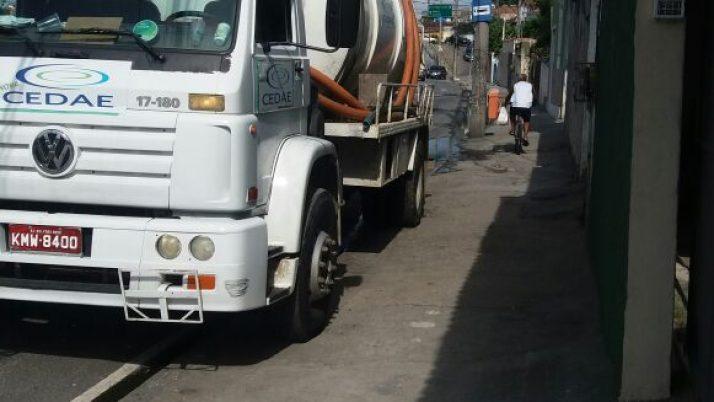 Vazamento de esgoto em rua de Quintino é solucionado