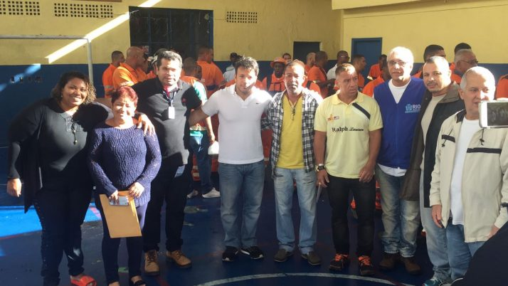 Comunidade do Borel, na Tijuca, recebe mutirão de limpeza da Prefeitura