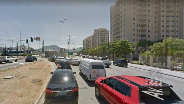 Caiado solicita terceira faixa de retorno na Avenida das Américas