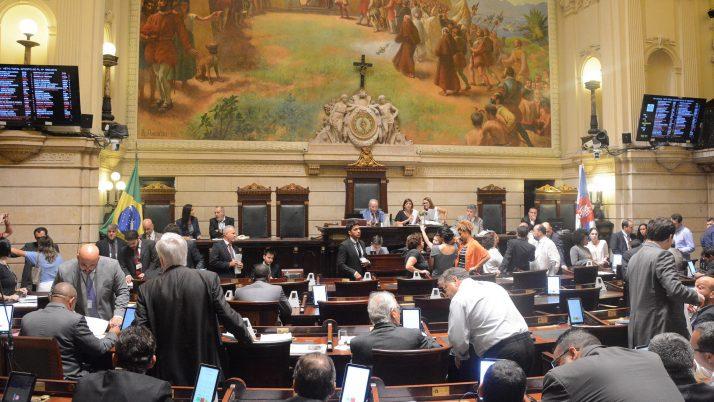 Câmara aprova previsão orçamentária de R$ 29, 8 bilhões para o município em 2018
