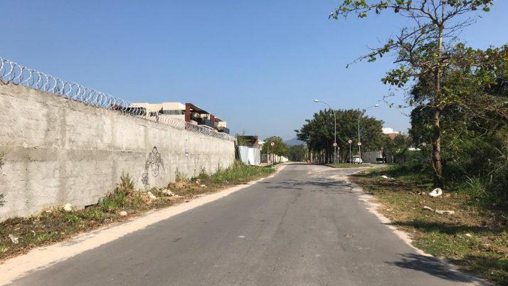 Segundo trecho da Rua Dr. Crespo, no Recreio, começa a ser asfaltado