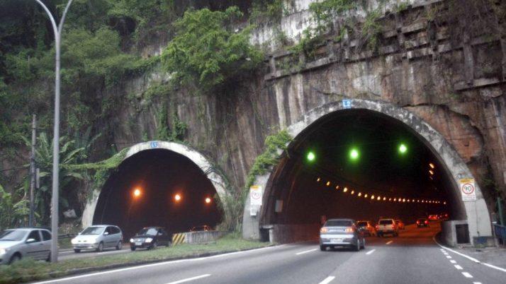 Caiado cobra revitalização em vias importantes na Cidade