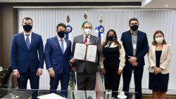Por mais transparência, Caiado implanta processo eletrônico na Câmara do Rio