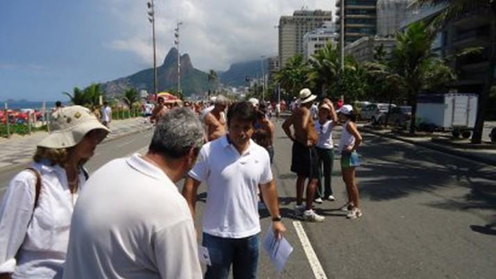 Caiado recolhe assinaturas em defesa da Praça Nossa Senhora da Paz