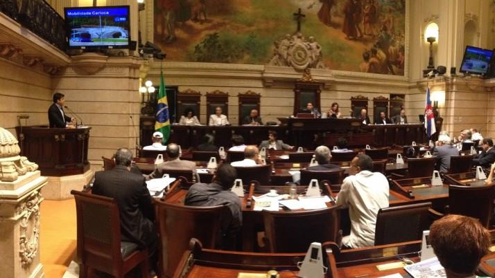 Caiado questiona Secretaria Municipal de Transporte durante audiência na Câmara de Vereadores