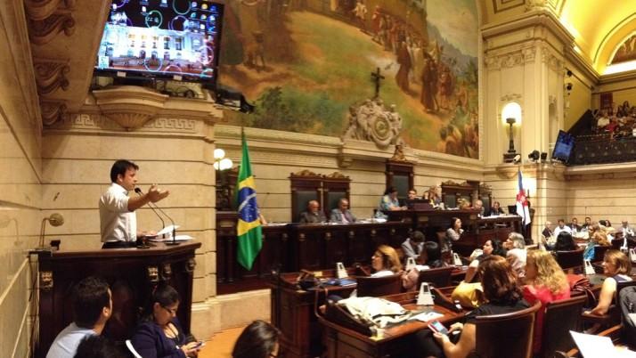 Caiado participa de audiência pública sobre educação