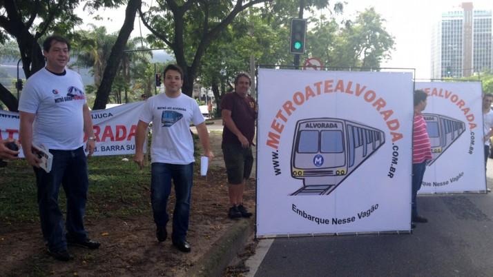 Caiado participa de manifestação em prol da extensão da Linha 4 até o Alvorada