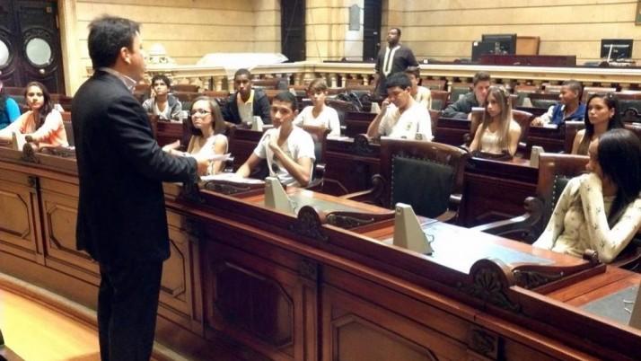 Em visita à Câmara, alunos do colégio Girassol assistem palestra com Caiado