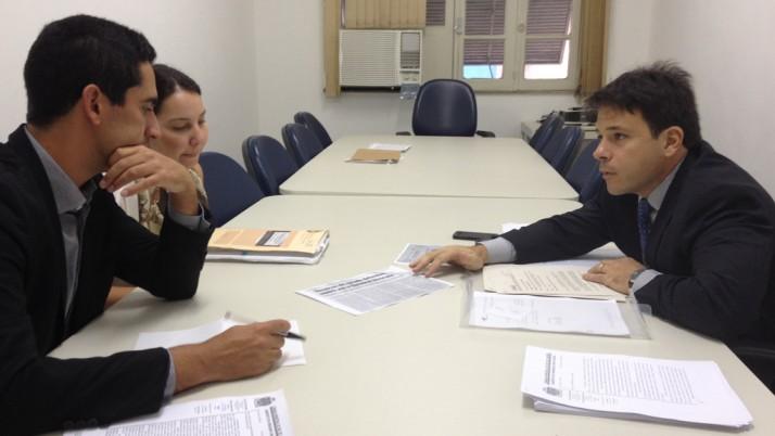 Caiado entrega uma série de documentos ao Ministério Público acerca da construção do BRT Lote zero