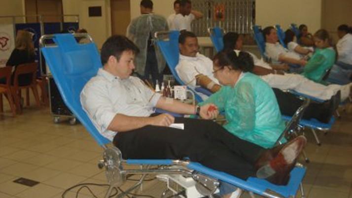 Vereador participa de campanha de doação de sangue
