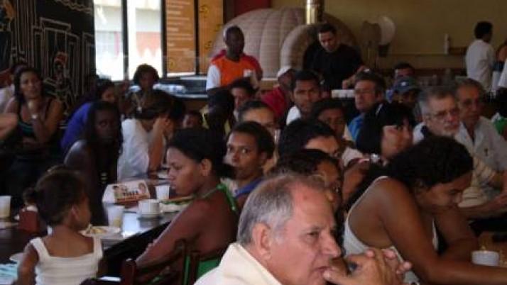 Carlo Caiado atende moradores de Jacarepaguá Compartilhar