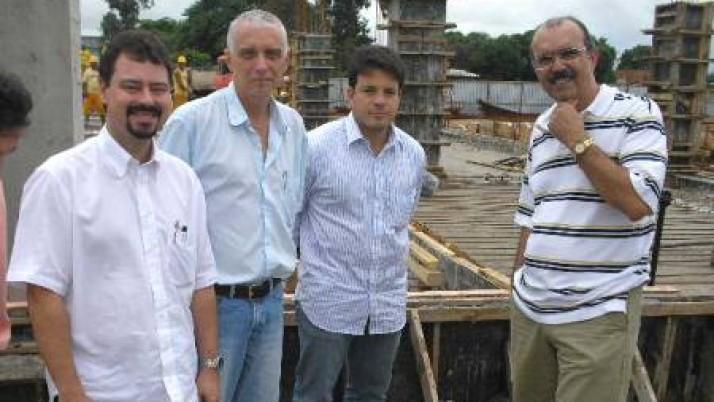 Presidente da Comissão de Saneamento da Zona Oeste Carlo Caiado vistoria obras em Sepetiba