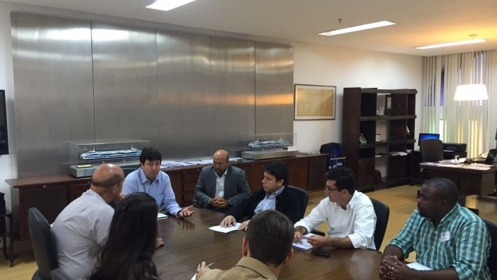 Caiado leva demandas dos bairros à Secretaria de Estado de Transporte