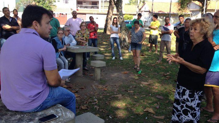 Moradores fazem abaixo-assinado por revitalização da Praça Waldemar Teixeira, em Guaratiba