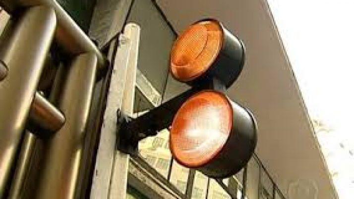 Projeto de lei cria regras para sinaleiras nas garagens
