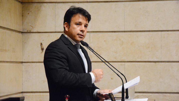 A pedido de Caiado, TCM suspende antecipação de royalties do petróleo da prefeitura do Rio
