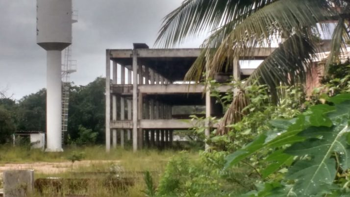 Deputado cobra a retomada de construção de escola em Curicica