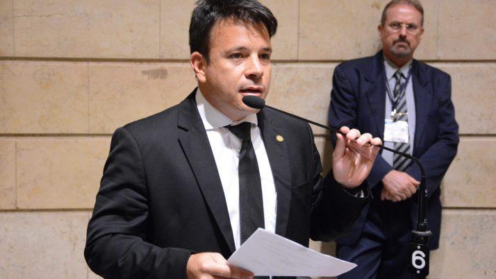 Caiado tenta impedir a Prefeitura de vender arrecadação futura dos royalties do município