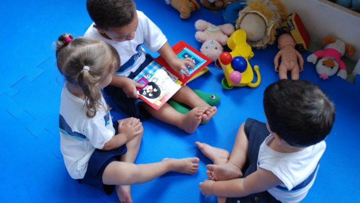 Caiado questiona Prefeitura sobre atraso no repasse financeiro às creches conveniadas