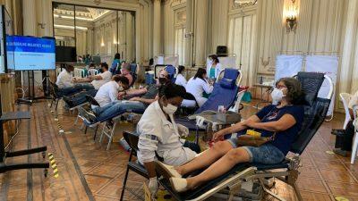 Mutirão de doação de sangue na Câmara coleta 113 bolsas e bate recorde de campanhas no legislativo municipal